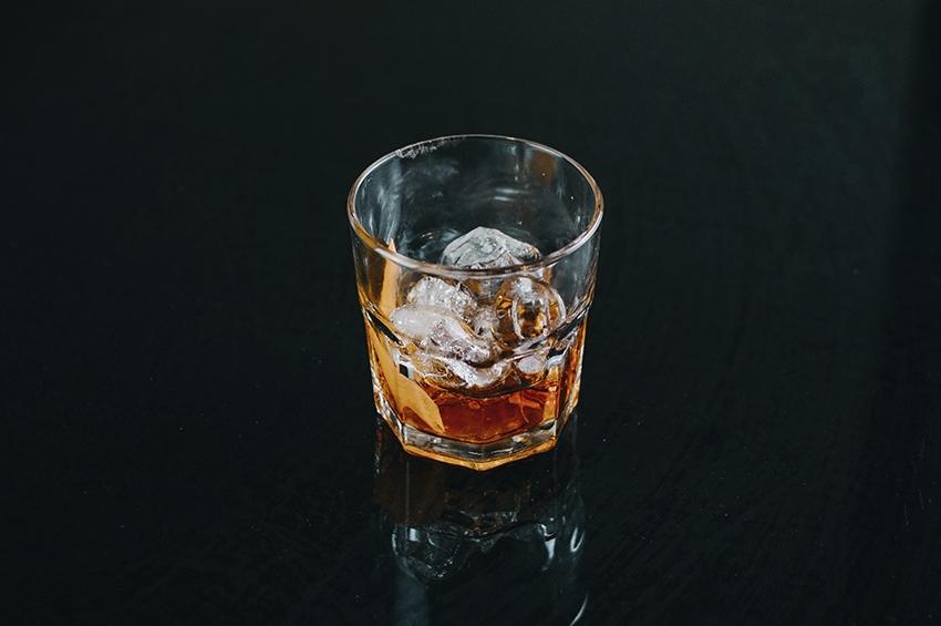 Impactos do isolamento social em transtornos por uso de álcool